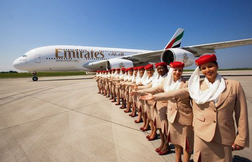 http://www.mondoaeroporto.it/wp-content/uploads/2015/07/hostess-Emirates.jpg