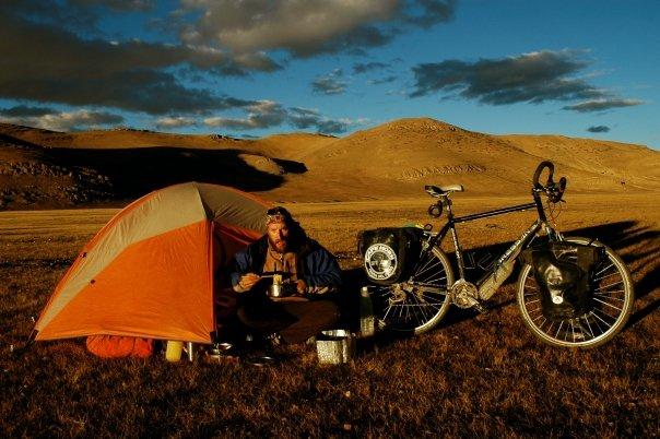 Ha attraversato il tibet in bici ora ci prova con l for Prova dello specchio polizia youtube
