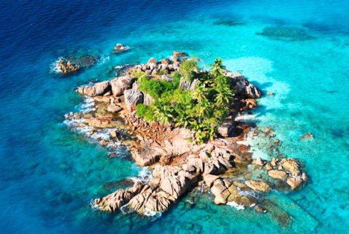 In vacanza lontano da tutti: ecco le isole più remote al mondo